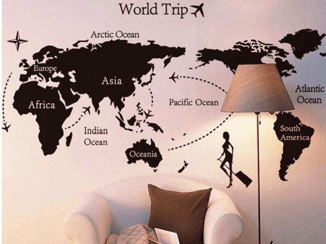 Bản đồ du lịch trên tường nhà