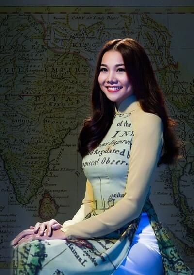 Nguyễn Thị May với chiếc áo dài đẹp