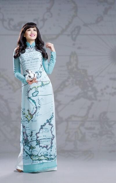 Tự hào áo dài với bản đồ Việt Nam