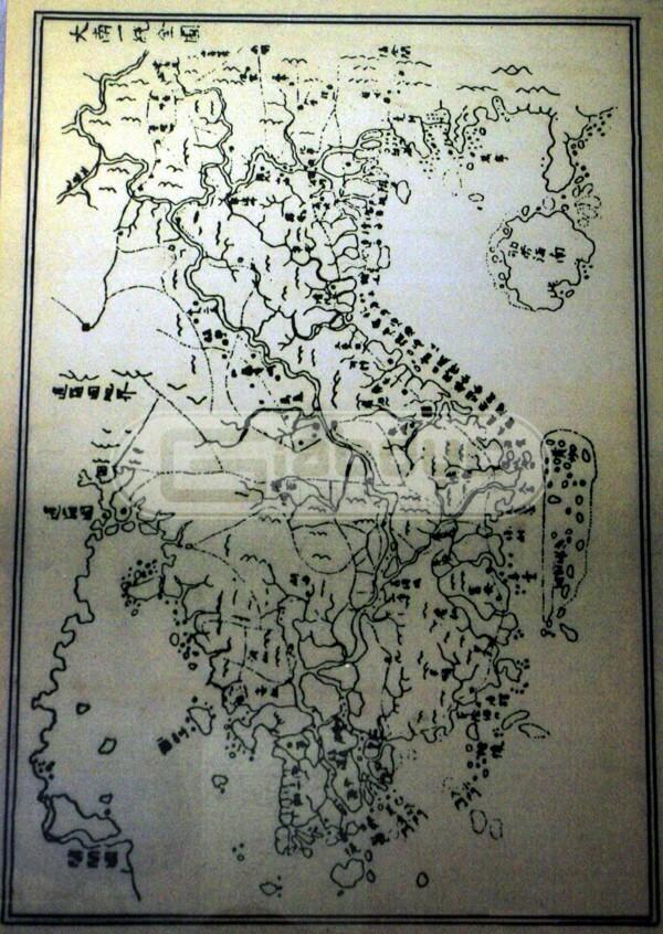 mua-ban-do-viet-nam-tai-thanh-pho-hcm(2)