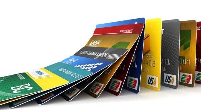 đi du lịch mang theo thẻ tín dụng